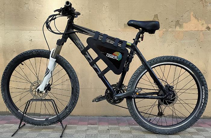 bicicleta de montaña convertida en electrica